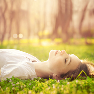 girl-sleeping-in-grass-w-sun