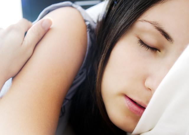 """""""Acordo sempre às três da manhã, tendo-me deitado me à meia noite"""""""