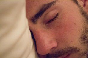 """Mudei a almofada e aprendi a dormir de lado"""
